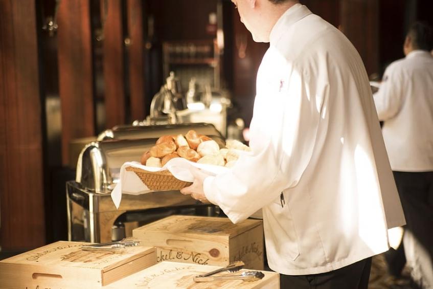 protocolo de servicio en restaurante