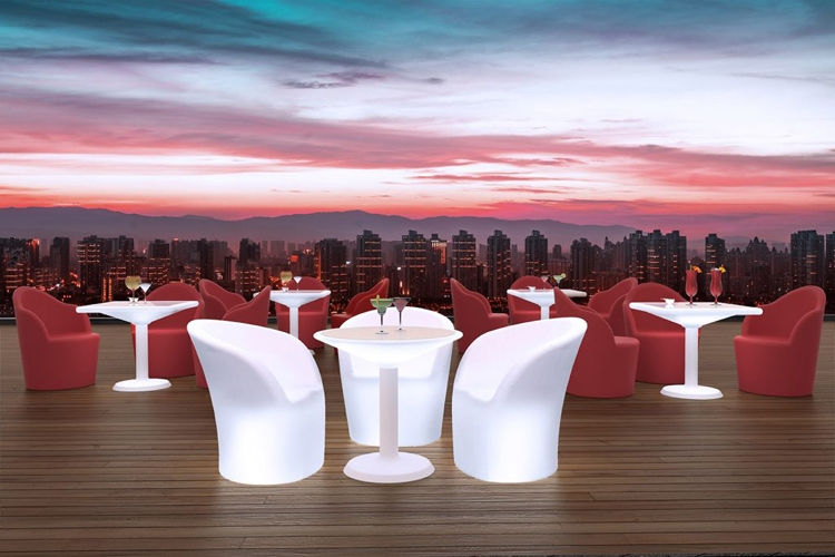 Mesa Antigua con luz exterior