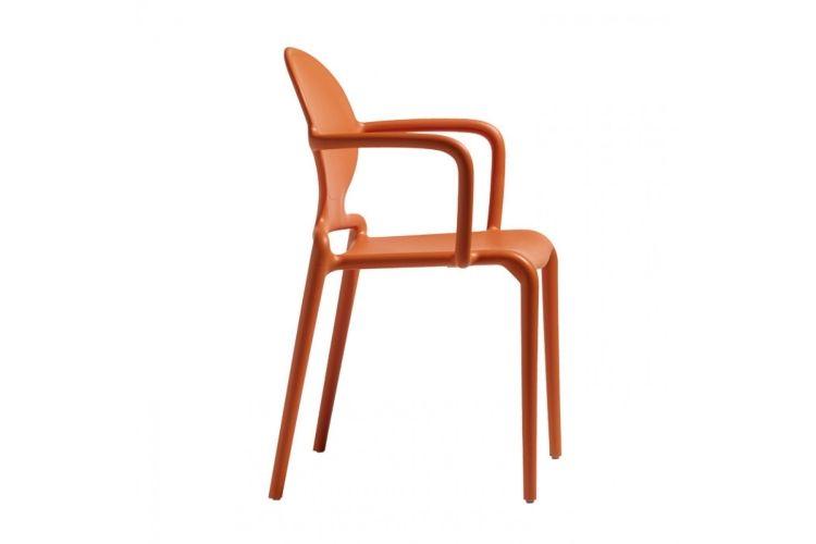 Silla de diseño con brazos naranja Gio