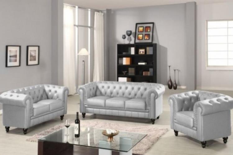 Sofá y sillón Chester plata en salón