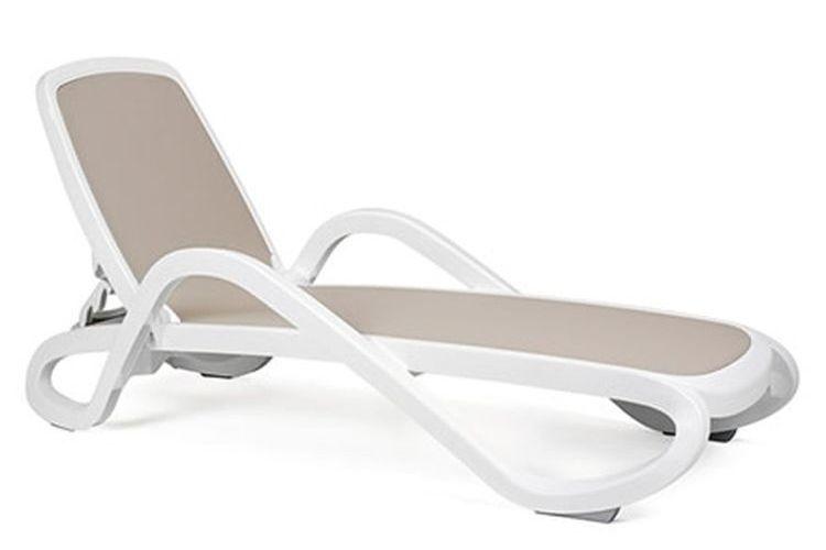 Tumbona con brazos de diseño Alfa beige