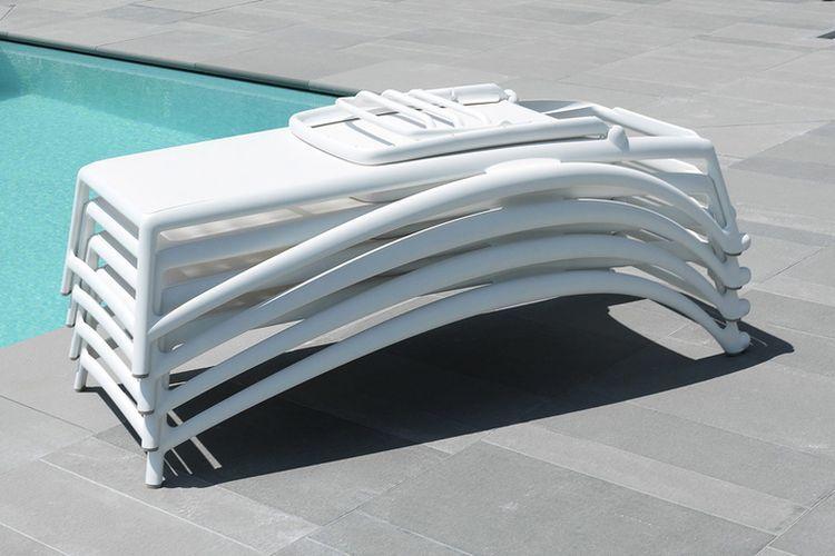 Tumbonas apilables de diseño Atlantico ambiente