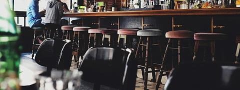 gastos para montar un bar